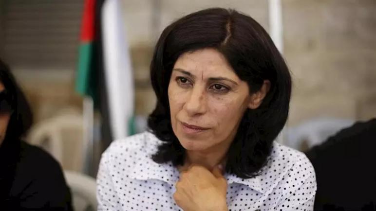 الكيان الإسرائيلي يعتقل البرلمانية الفلسطينية خالدة جرار من منزلها في رام الله