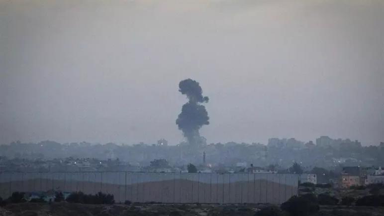 الكيان الإسرائيلي يقصف أهدافا عسكرية لحماس في غزة ردا على إطلاق صاروخين