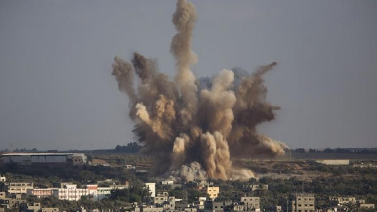 جيش الكيان الإسرائيلي يقصف أهدافاً في قطاع غزة بزعم أنه مصنع صواريخ وموقع عسكري لحماس