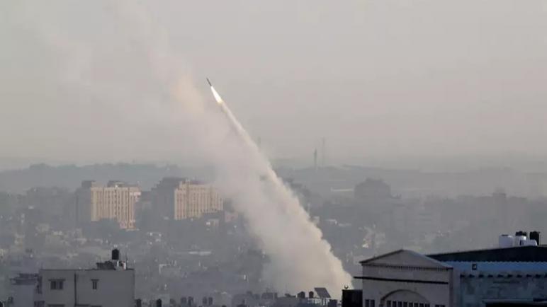 جيش الكيان الإسرائيلي يزعم أنه هاجم منشئات لحماس رداً على صاروخ أطلق من غزة