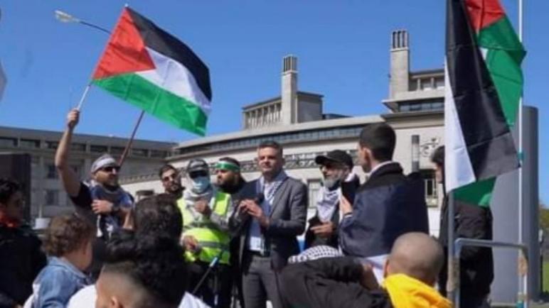 مظاهرة مؤيدة لفلسطين أمام السفارة الإسرائيلية في لاهاي احتجاجاً على العنف في قطاع غزة
