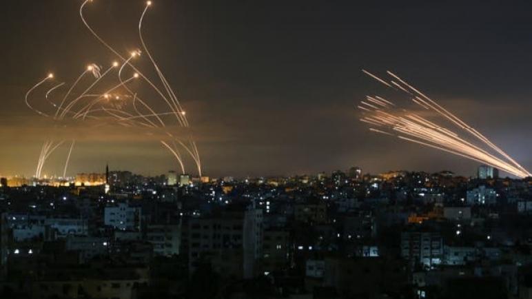 ارتفاع عدد الشهداء في قطاع غزة بعد ليلة من القصف الإسرائيلي المكثف: 119 شهيد من بينهم 31 طفلاً