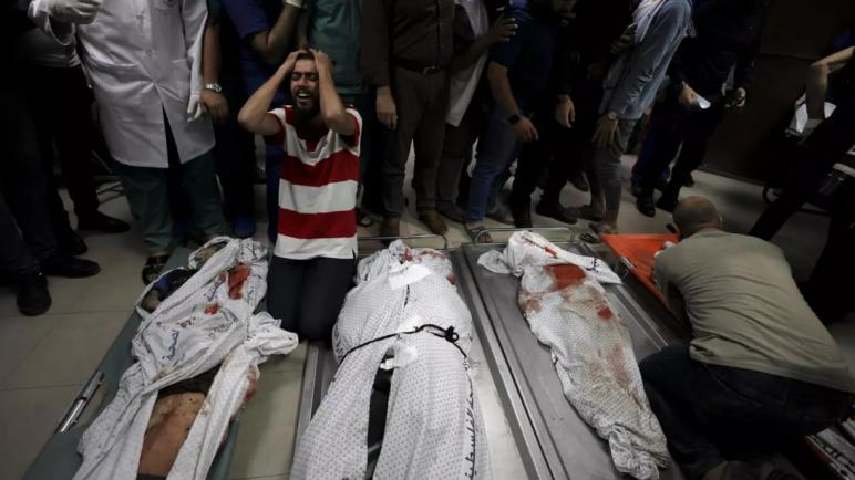 استشهاد 10 من أفراد عائلة فلسطينية واحدة في قصف إسرائيلي على قطاع غزة