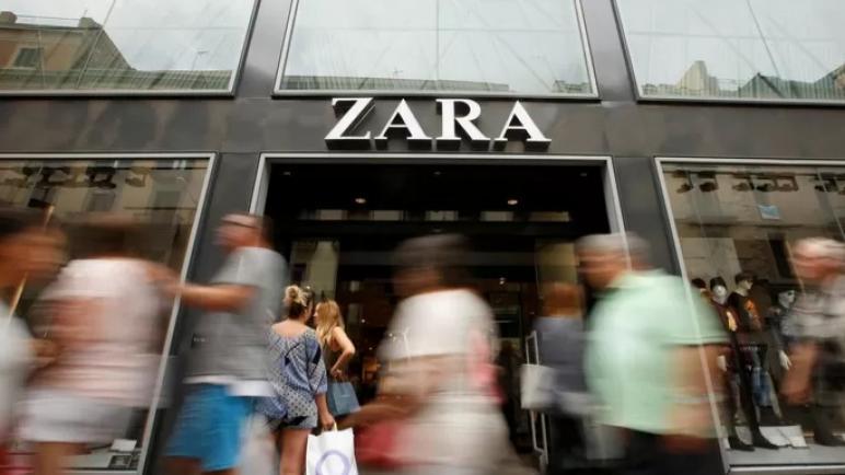 """شركة زارا للأزياء تفقد مصداقيتها بعد رسائل عنصرية """"حول الصراع الإسرائيلي الفلسطيني"""" من موظفة بارزة لعارض أزياء فلسطيني"""