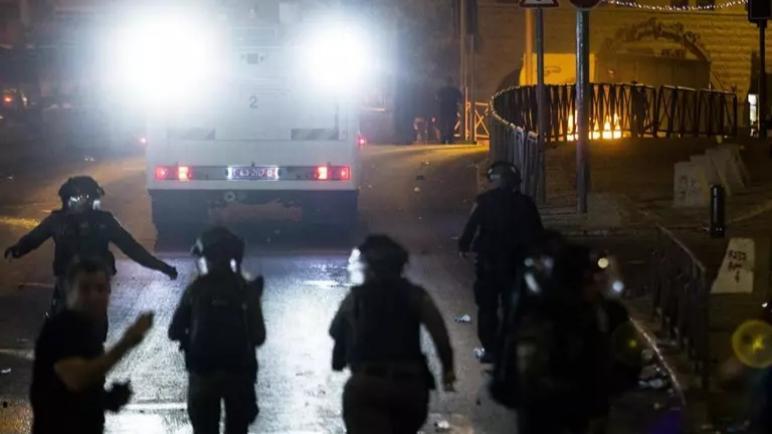 إصابة 20 فلسطينياً بجروح في مواجهات مع المستوطنين وشرطة الكيان الإسرائيلي بحي الشيخ جراح في القدس