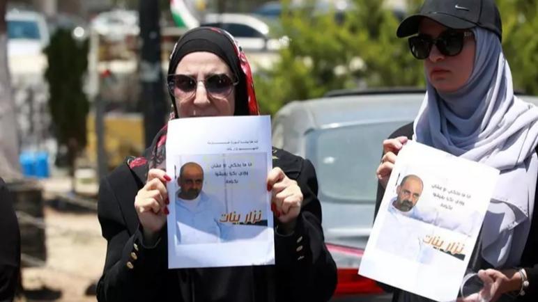 الحكومة الفلسطينية تبدأ تحقيق في وفاة نزار بنات مع استمرار المظاهرات الإحتجاجية