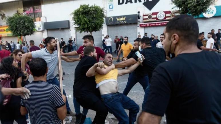 في الأيام الأخيرة لم يعد هناك حديث عن عنف جنود الكيان الإسرائيلي بل عن عنف السلطة الفلسطينية ضد الفلسطينيين