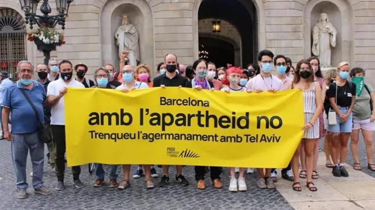 أكثر من 80 منظمة مجتمع مدني طالبت بلدية برشلونة بإنهاء التوأمة مع تل أبيب وتعزيز التضامن مع الشعب الفلسطيني