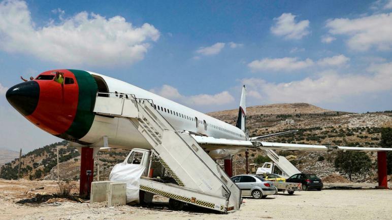 توأمان فلسطينيان يحولان طائرة بوينج 707 إلى مطعم في نابلس بالضفة الغربية المحتلة
