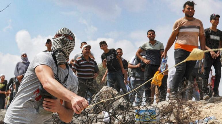 اشتباكات بين الفلسطينيين و شرطة الكيان الإسرائيلي في الضفة الغربية