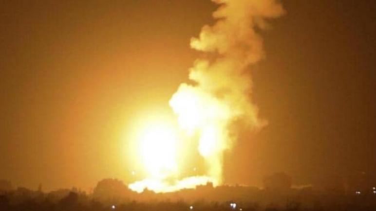 الكيان الإسرائيلي يشن غارات جوية على قطاع غزة رداً على إطلاق بالونات حارقة من القطاع