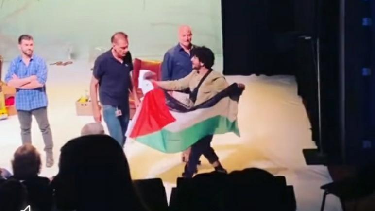 """نشطاء حركة BDS يعطلون عروض مسرحية إسرائيلية في هولندا: """"لا تعطوا منصة للفصل العنصري للتغطية على جرائم الاحتلال"""""""