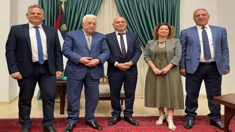 رئيس السلطة الفلسطينية محمود عباس يستقبل وفداً من حكومة الكيان الإسرائيلي في رام الله