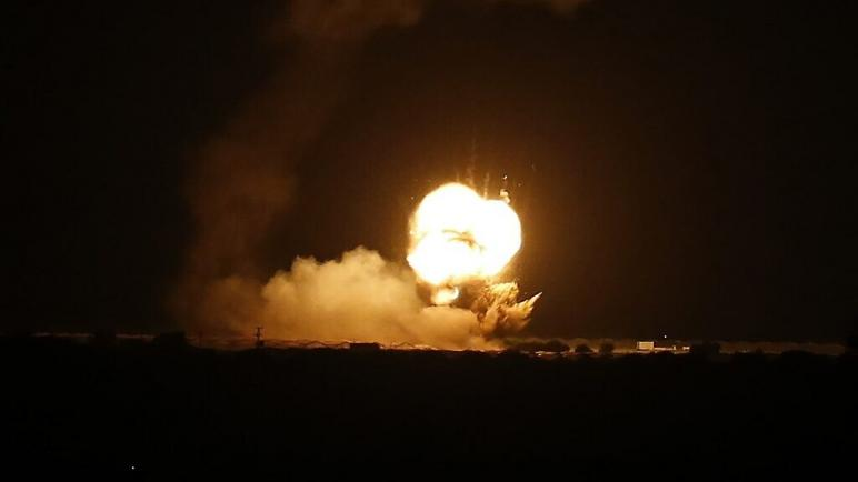 الكيان الإسرائيلي يقصف مواقع لحماس بعد إطلاق صواريخ من غزة