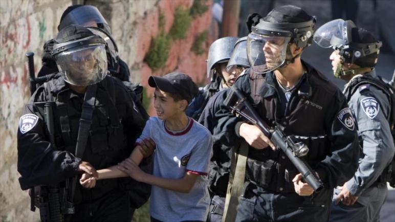 الكيان الإسرائيلي يعتقل 446 فلسطينياً بينهم 63 طفل و 16 إمرأة خلال شهر أكتوبر لوحده