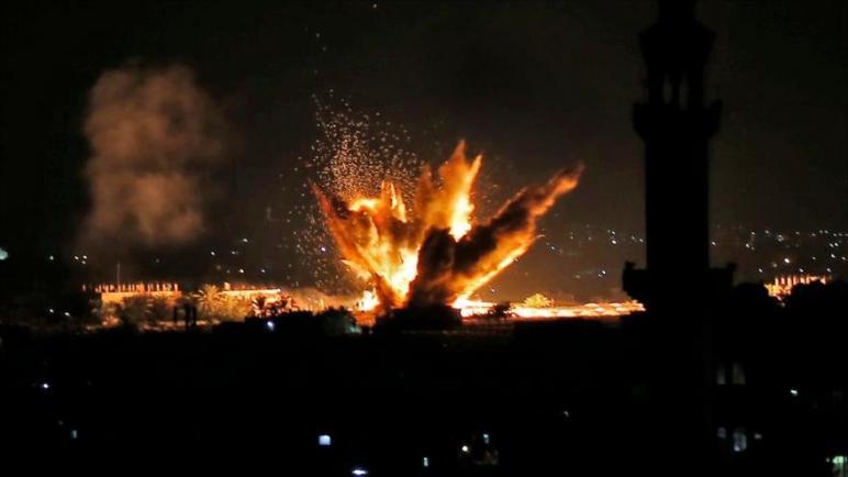 الكيان الإسرائيلي يقصف جنوبي قطاع غزة ليل الأربعاء