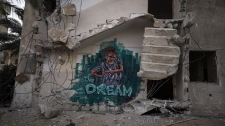 الكيان الإسرائيلي يشن غارات جوية على قطاع غزة رداً على إطلاق بالونات حارقة