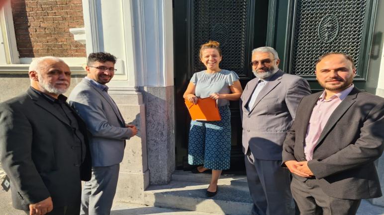 ضمن حراكها السياسي الجالية الفلسطينية في هولندا تزور السفارة السودانية و تقدم عريضة للسفارة الكوسوفية في هولندا