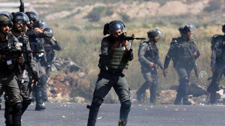 قوات الإحتلال الأسرائيلي تطلق النار على عنق شاب فلسطيني لأنه حاول منع مصادرة مولد كهربائي