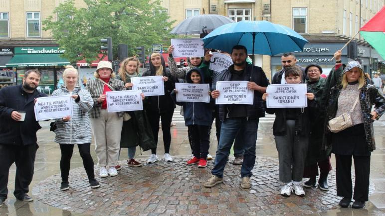 وقفة إحتجاجية في مدينة أورهوس الدنماركية ضد سياسة الضم الإسرائيلية