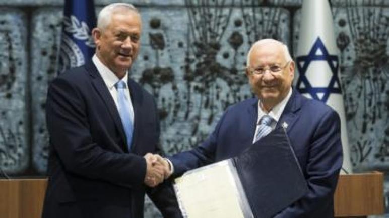 رئيس الكيان الإسرائيلي ريفلين يكلف غانتز بتشكيل حكومة إئتلافية بعد فشل نتنياهو