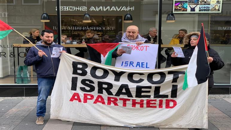 أوغوس الدنماركية تشهد وقفة شعبية في اليوم العالمي للتضامن مع الشعب الفلسطيني