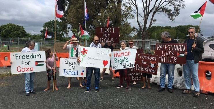 وقفة داعمة لقطاع غزة في نيوزيلندا تطالب بإدانة العدوان الإسرائيلي