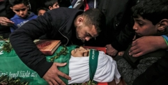 استشهاد طفل فلسطيني متأثرا بجراحه التي أصيب بها برصاص الجنود الإسرائيليين في قطاع غزة