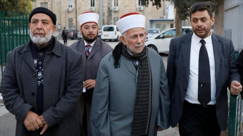 الكيان الإسرائيلي يحظر دخول رجال الدين المسلمين إلى المسجد الأقصى