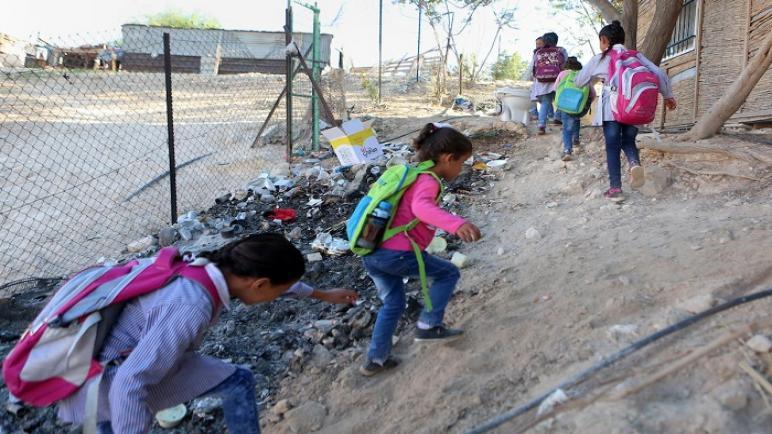 ترويع الأطفال و اخلاء مدرستين في الضفة الغربية بعد أن فتح مستوطن النيران تحت حماية الجيش الإسرائيلي