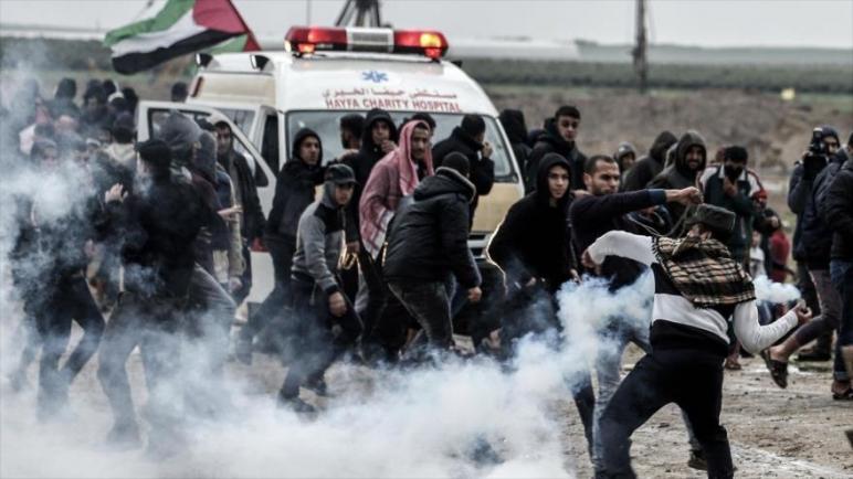 استشهاد فلسطيني واصابة ثمانية أخرين بجروح في احتجاجات مسيرة العودة الكبرى في قطاع غزة