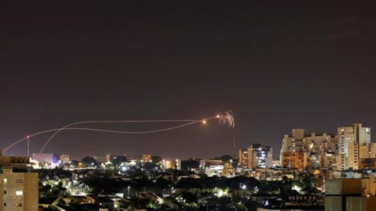 استشهاد فلسطيني واصابة اثنين أخرين بجروح في غارات جوية إسرائيلية على قطاع غزة صباح اليوم