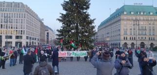 وقفة شعبية أمام السفارة الأمريكية في برلين رفضا للدعم الأمريكي للاحتلال