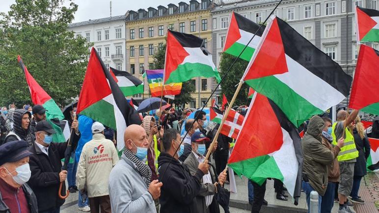 الألاف يشاركون في تظاهرة بالعاصمة كوبنهاغن تنديدا بقرار الضم الإسرائيلي للضفة والأغوار