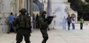 مستوطنون يقتحمون باحات المسجد الأقصى بحماية الشرطة الإسرائيلية