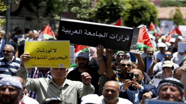 الفلسطينيون يخرجون في مظاهرات احتجاجية في الضفة الغربية وقطاع غزة ضد المنتدى الأمريكي في البحرين