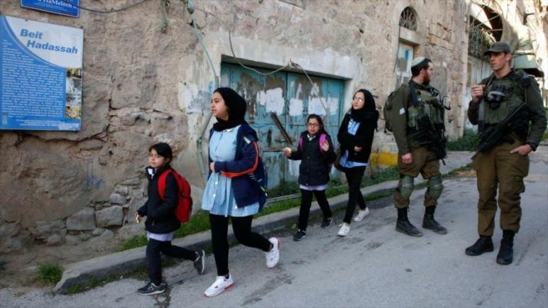 الطلاب الفلسطينيين ضحايا التمييز العنصري للكيان الإسرائيلي
