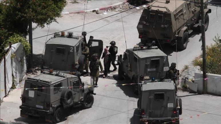 جيش الاحتلال الإسرائيلي يقتحم منازل الفلسطينيين في الضفة الغربية المحتلة
