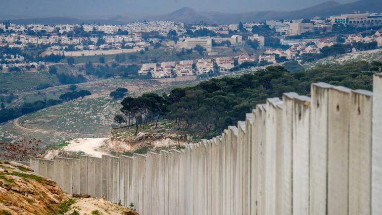 نتنياهو يعلن عن بناء مستوطنة جديدة شرق القدس تقسم الضفة الغربية المحتلة إلى قسمين