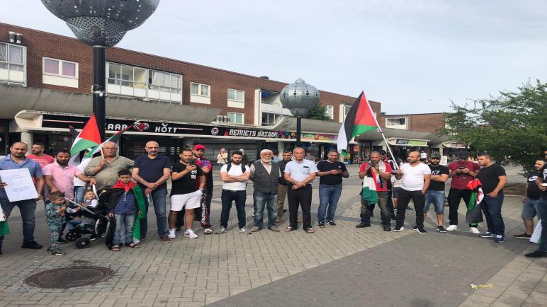 مجموعة العمل في السويد تقيم اعتصاما تضامنيا في مالمو مع فلسطينيي لبنان