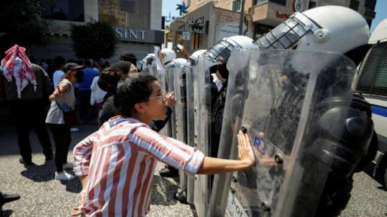 منظمة العفو الدولية: الفلسطينيين يواجهون القمع والعنف من قبل الكيان الإسرائيلي والسلطة الفلسطينية