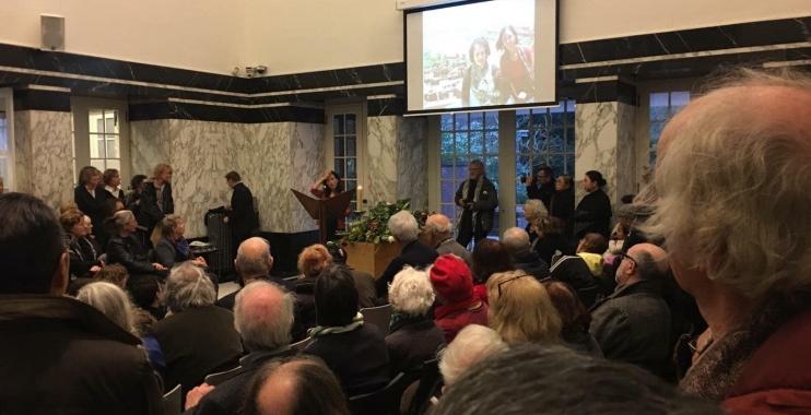 الجالية الفلسطينية في هولندا تشارك في تأبين ناشطة هولندية
