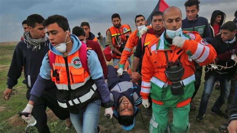 """اصابة 17 فلسطيني بجروح بنيران الجيش """"الإسرائيلي"""" في الجمعة التاسعة والأربعون من مسيرات العودة الكبرى في قطاع غزة"""