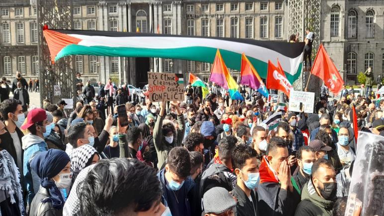 """تظاهرة في """"لييج"""" البلجيكية ودعوات لرفع العلم الفلسطيني في مدن ألمانية رداً على رفع علم الاحتلال الإسرائيلي"""