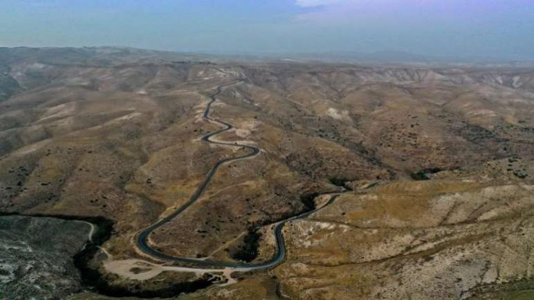 الإستعمار من خلال بناء الطرق الجديدة في الضفة الغربية المحتلة