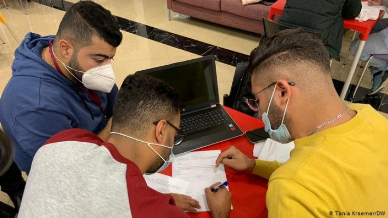 شركة تكنولوجيا معلومات ألمانية تدرب ألاف الفلسطينيين ليصبحوا مطوري برامج