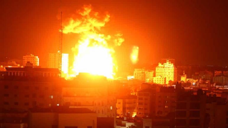 شنت الطائرات الحربية الإسرائيلية صباح الإثنين غارات جوية هي الأعنف على غزة: ارتقاء 198 شهيد فلسطيني حتى الأن بينهم 59 طفلاً و 35 امرأة