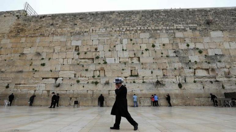 الكيان الإسرائيلي يغلق الأراضي الفلسطينية بسبب فيروس كورونا