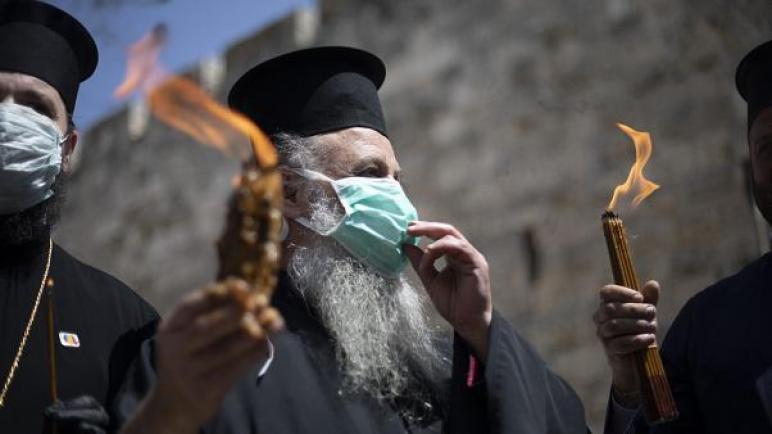 فيروس كورونا يلقي بظله على طقس مقدس للمسيحيين الأرثوذكس في بيت لحم