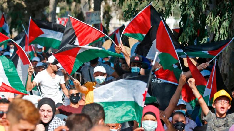 الفلسطينييون يتظاهرون ضد التقارب بين الكيان الإسرائيلي والإمارات